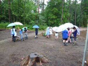 あいにくの雨模様の中、約80名の方にご参加頂きました。さらに夏休みの子供たちも見に来てくれました!