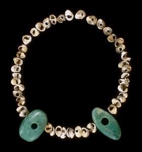 硬玉製大珠と貝玉