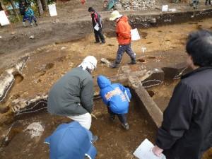 子供たちも多数参加してくれました!火山灰や埋まっていた土器に興味を持ち、いっぱい質問もしていました!