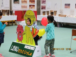 しだないさんの顔出しパネルは子供たちに大人気!記念写真を撮っていく方がたくさんいました。記念になりましたか?