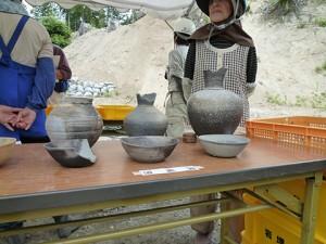 こちらも展示品の須恵器です。縄文時代の土器に比べると見るだけで硬く丈夫なのが分かります。1000年以上も前にこんな技術があったなんて驚きですね!