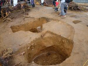 縄文人が食べ物などを保存していた、フラスコ状土坑です。温度が一定に保たれるため、長く保存できるようです。当時の知恵はすごいですね!