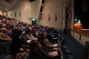 午前中は公開講座を開催しました。開場から多くの方がいらっしゃいました! 皆さんの興味の高さ・向学心が伺えます。