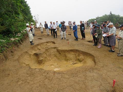 竪穴住居跡の北にある縄文前期の土坑