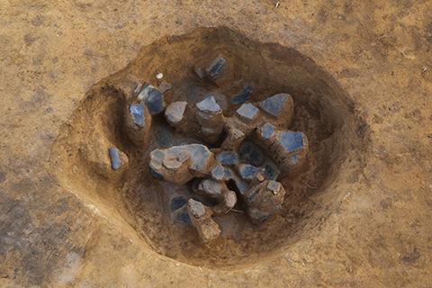 バラバラの状態で発見された縄文土器