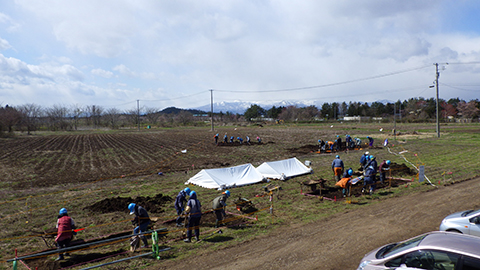4月8日から調査を開始しました。まず試掘をして、表土の深さや遺構がどの層から見つかるかなど、確認を行っています。 来週から、重機による表土掘削を行う予定です。 (令和3年4月16日現在)